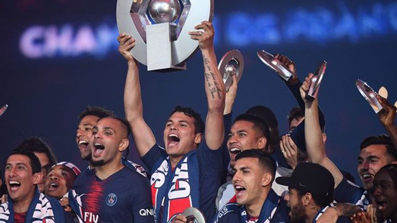 Paris Saint-Germain team celebrating their victory in Ligue 1.