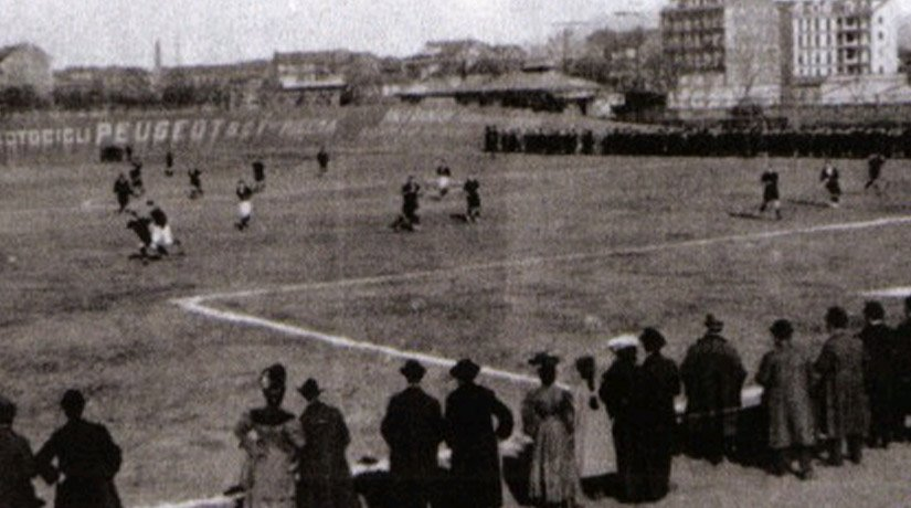 Serie A first game in 1898 in black and white.
